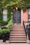 Porta dell'appartamento di NYC immagini stock