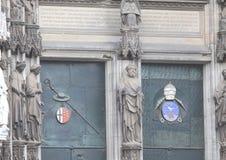 Porta della cattedrale gotica fotografia stock