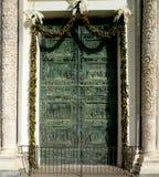 Porta della cattedrale a Pisa fotografia stock