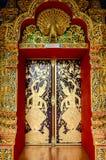 Porta della chiesa in tempio Tailandia Immagine Stock Libera da Diritti