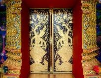 Porta della chiesa in tempio Tailandia Immagini Stock