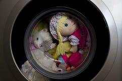 Porta della lavatrice con i giocattoli giranti Fotografia Stock Libera da Diritti
