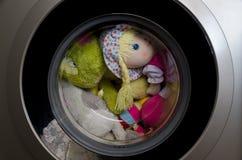 Porta della lavatrice con i giocattoli giranti Immagini Stock