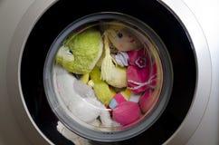 Porta della lavatrice con i giocattoli giranti Fotografie Stock