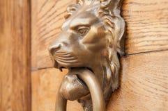 Porta della maniglia del leone Fotografia Stock Libera da Diritti