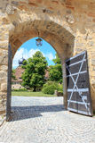 Porta dentro do castelo Veste Coburg imagens de stock royalty free