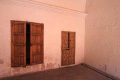 Porta dentro il monastero del san Catherine, Santa Catalina, Arequipa, Perù Immagine Stock