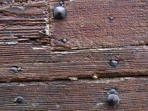 Porta deteriorada de madeira de Brown Fotos de Stock