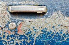 Porta di automobile molto vecchia Fotografie Stock