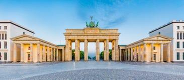 Porta di Brandeburgo ad alba, Berlino, Germania Immagine Stock