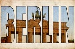 Porta di Brandeburgo d'annata del testo di Berlino 3d di lerciume di struttura Fotografia Stock