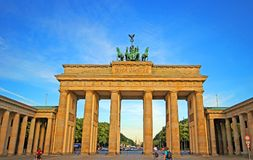 Porta di Brandeburgo nella città di Berlino fotografie stock libere da diritti