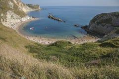 Porta di Durdle - il beacha e le acque blu Immagine Stock