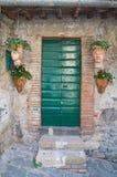 Porta di legno. Bolsena. Il Lazio. L'Italia. Immagine Stock Libera da Diritti
