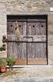 Porta di legno. Bolsena. Il Lazio. L'Italia. Fotografia Stock