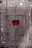 Porta di legno con un cuore Fotografie Stock Libere da Diritti
