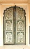 Porta di legno decorata. Fotografie Stock