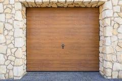 Porta di legno del garage Fotografie Stock Libere da Diritti