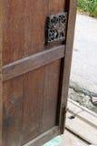 Porta di legno della casa tailandese, scultura dell'elefante Fotografie Stock Libere da Diritti