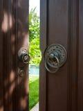 Porta di legno di stile cinese Immagini Stock