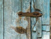 Porta di legno di vecchio granaio Immagini Stock Libere da Diritti