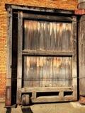 Porta di legno di grande rotolamento del portone di Tha Phae Fotografia Stock