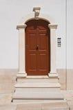 Porta di legno. Monte Sant ' Angelo. La Puglia. L'Italia. Immagine Stock Libera da Diritti