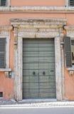 Porta di legno. Narni. L'Umbria. L'Italia. Fotografie Stock Libere da Diritti