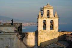 Porta di Napoli e torretta di segnalatore acustico del castello immagini stock libere da diritti