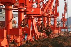 Porta di Qingdao, terminale del minerale ferroso della Cina Fotografie Stock