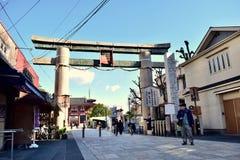 Porta di Shitennoji in un giorno soleggiato al Giappone Osaka immagine stock