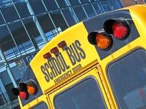 Porta di sicurezza sullo scuolabus giallo, obbligazione, fotografia stock libera da diritti