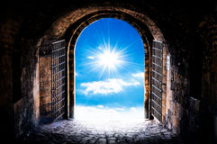 A porta do abrigo imagens de stock royalty free