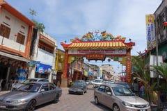 Porta do bairro chinês, Kuala Terengganu, Malásia imagem de stock royalty free
