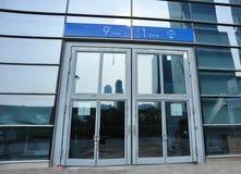 porta do centro da convenção e de exposição   Fotos de Stock Royalty Free