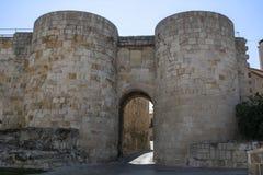 Porta do ` de Doña Urraca do ` em paredes da cidade de Zamora, Espanha Imagens de Stock