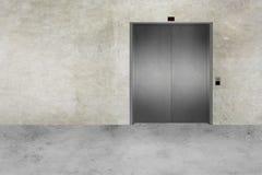 Porta do muro de cimento e do elevador Imagem de Stock Royalty Free