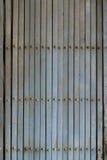 Porta do obturador do vintage, portas de deslizamento oxidadas velhas do ferro fotos de stock royalty free
