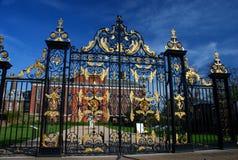 Porta do palácio de Kensington Londres, Inglaterra Fotografia de Stock
