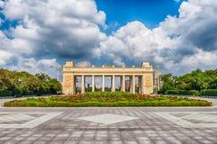 Porta do parque de Gorky, Moscou da entrada principal, Rússia fotografia de stock royalty free