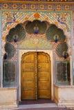 Porta do pavão em Pitam Niwas Chowk, palácio da cidade de Jaipur, Rajasthan Foto de Stock