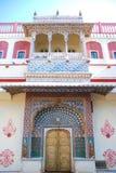 Porta do pavão no palácio da cidade de Jaipur, Índia Imagens de Stock Royalty Free