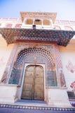 Porta do pavão no palácio da cidade de Jaipur, Rajasthan, Índia Fotografia de Stock Royalty Free