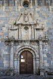 Porta do St Nicolas de Bari da igreja em Burguete-Auritz, Navarra, Espanha, detalhe arquitetónico foto de stock royalty free