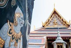 Porta do templo da cultura na cultura tailandesa Fotos de Stock