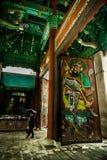 Porta do templo de Bongunsa - guardada por generais antigos imagem de stock