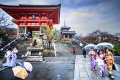 Porta do templo de Kiyomizu-dera em Kyoto, Japão Imagens de Stock Royalty Free