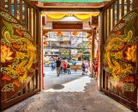 Porta do templo do dragão, bairro chinês, Tailândia Imagens de Stock