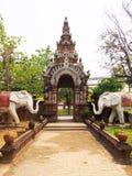 Porta do templo tailandês, wat Lokmolee Chiang Mai Thailand Imagem de Stock
