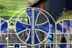 Porta do vidro manchado com uma cruz celta Imagem de Stock Royalty Free